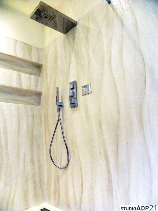 Piano lavabo e parete doccia in resina effetto onda