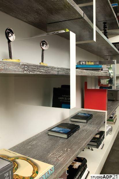 elementi di arredo:libreria moderna con decoro in resina