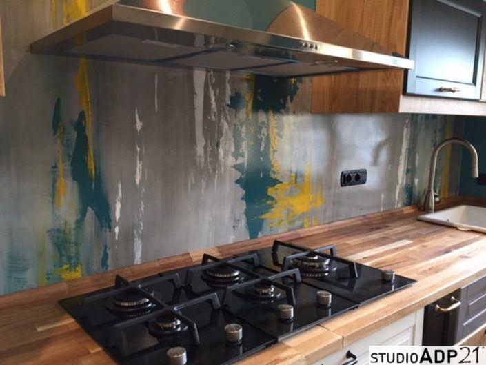 Cucina in resina frontali cucina superfici in resina e pavimenti resistenti - Parete cucina resina ...
