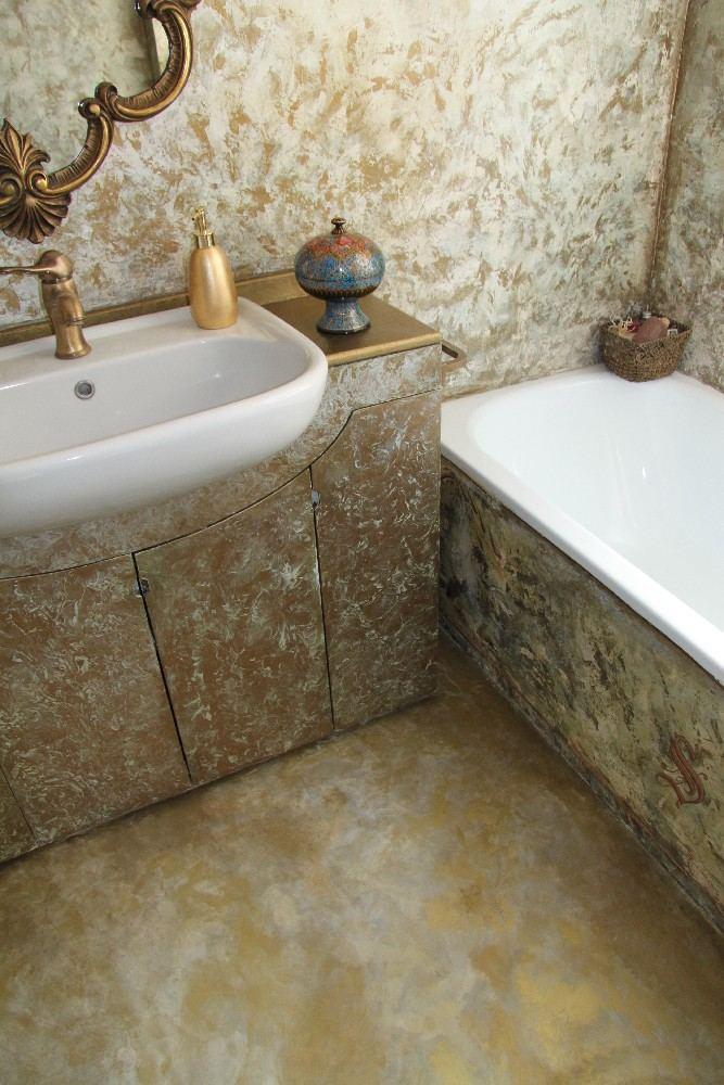pavimento in microcemento decorato con oro, bronzo e madreperla
