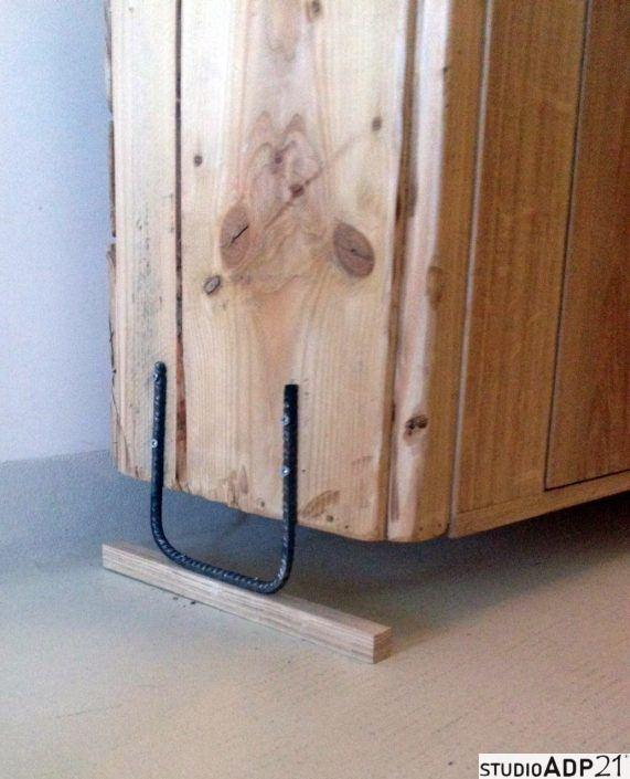 scarpiera in legno e ferro