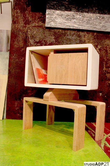 comodino in legno basso
