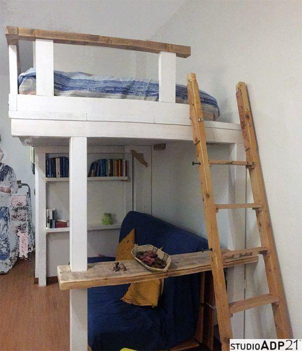 soppalco e scala in legno grezzo