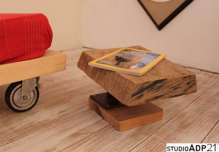 comodino basso legno grezzo e ferro