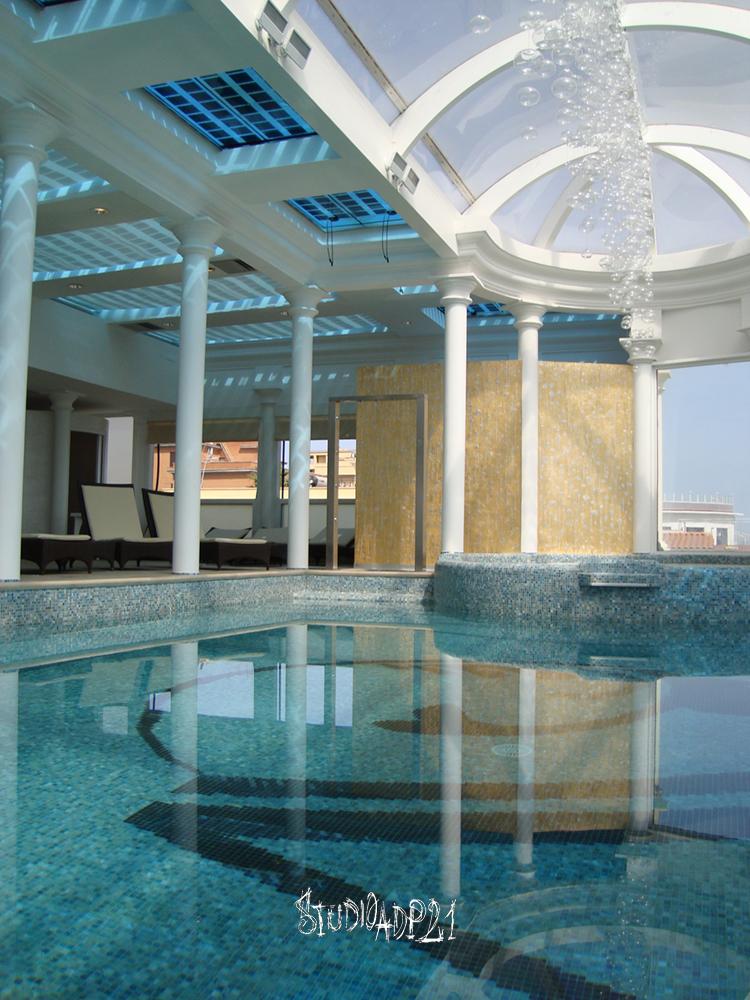 parete bordo piscina peruna spa. rivestimento con foglia oro e rivstimento in resina per impermeabilizzazione e isolamento